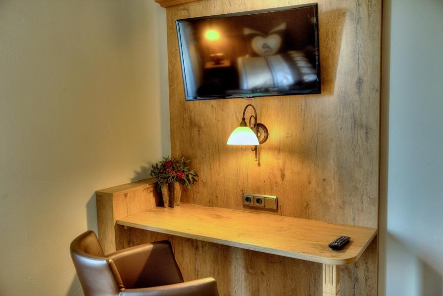 Zimmer Schreibtisch TV